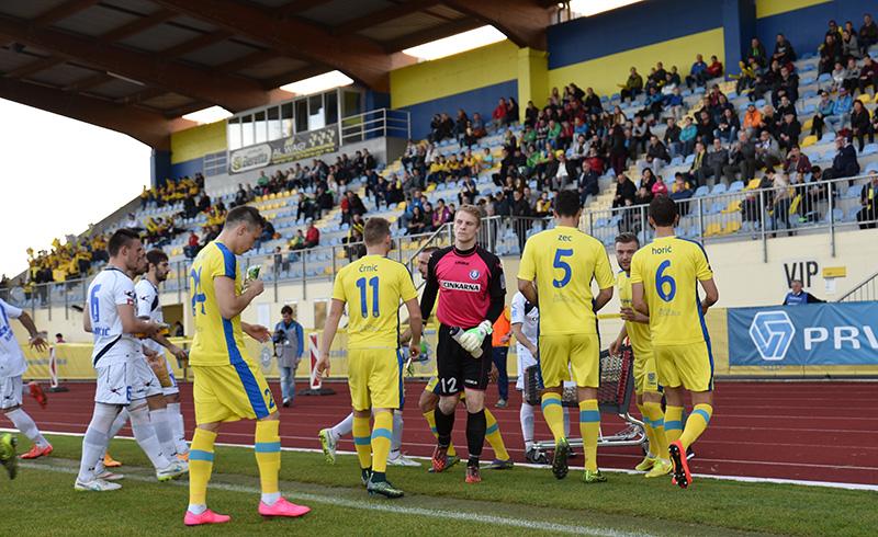 Dejan Trajkovski (No. 24) before the game; photo: nkdomzale.si