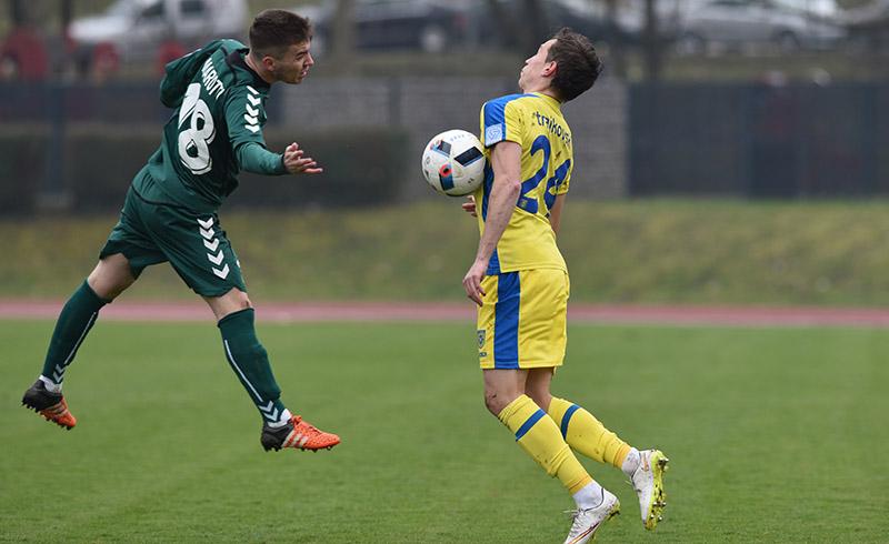 Dejan Trajkovski (R) in action against Krka; photo: nkdomzale.si
